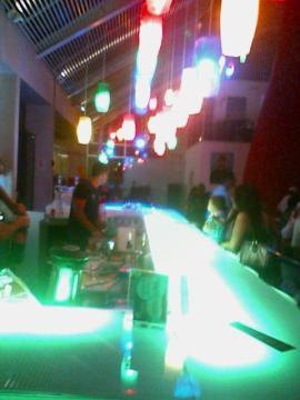 As luzes oscilantes do bar